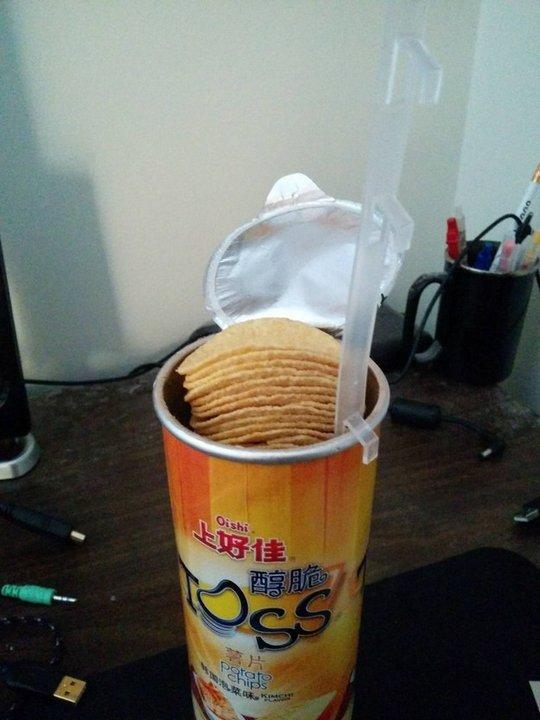 Устройство, позволяющее достать чипсы без хлопот