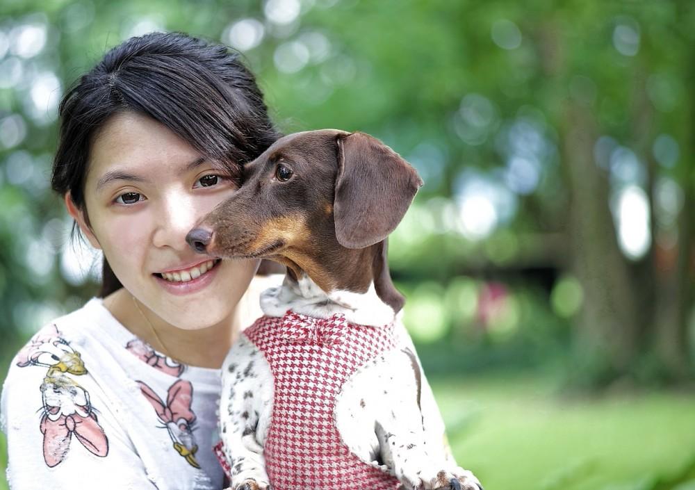 девушка собака