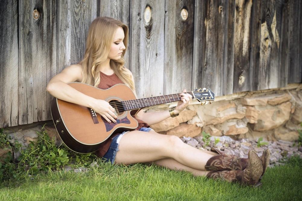 девушка гитара