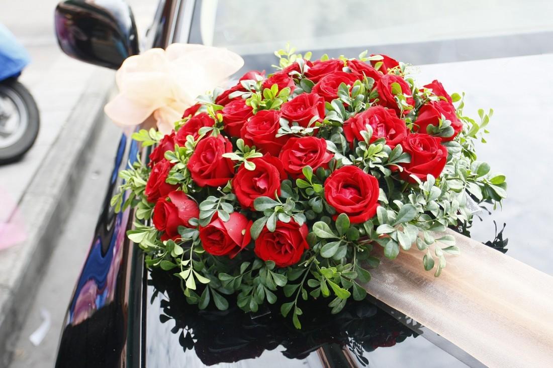 розы украшение автомобиль свадьба