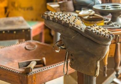 Бизнес на услугах по ремонту обуви: плюсы и минусы этого заработка