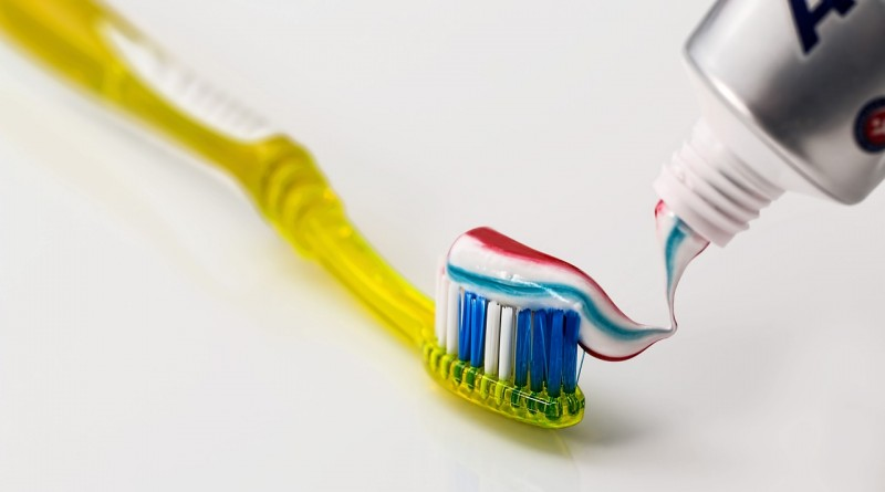 зубная щетка паста