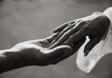Современному миру — украшения будущего: кольца, умеющие изменять свой цвет
