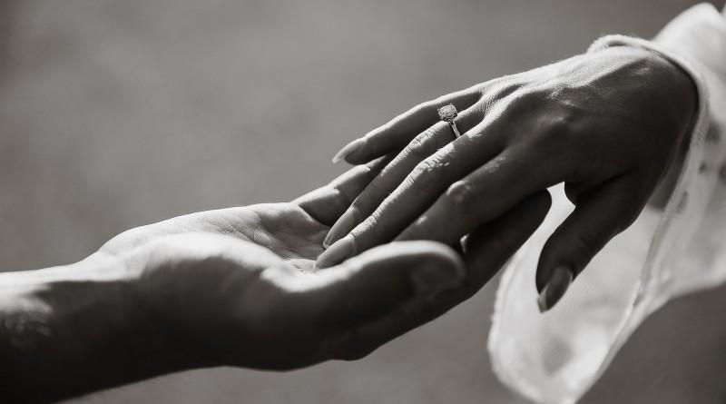 руки кольцо