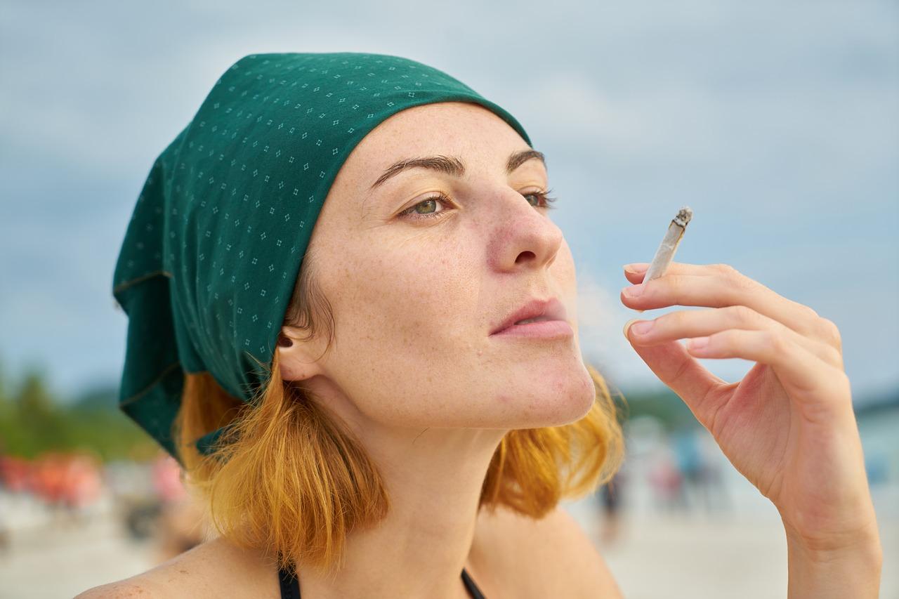 женщина сигарета