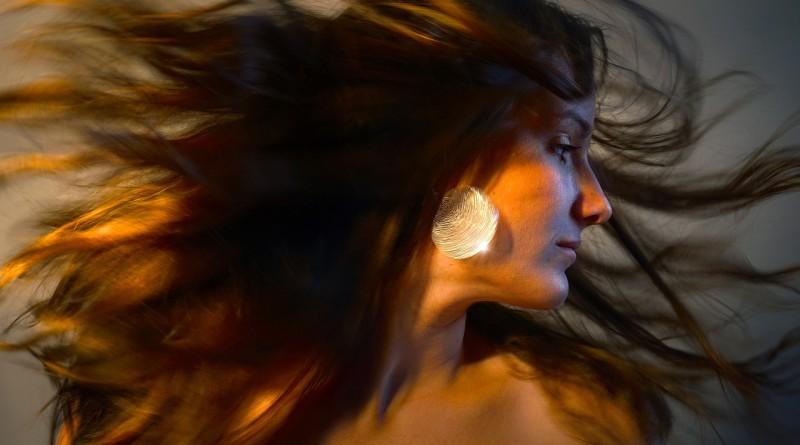 женщина портрет лицо серьги